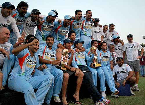 The Indian team with the trophy in SL
