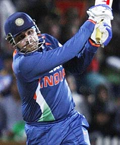 Sehwag blasts the kiwi bowlers on his way to his match winning 125 no in the 4th ODI