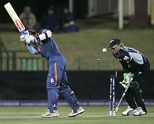 Rahul Dravid castled by Jeetan patel in India's warm up game against NZ
